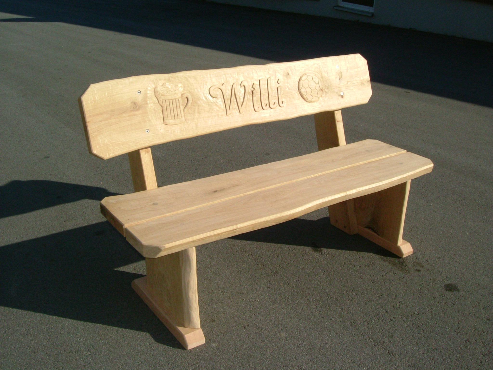 Möbel mit Gravuren | die Holzfabrik