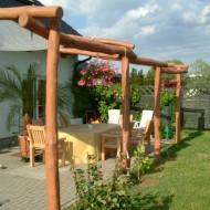 Robinie geschliffen als Terrassenüberdachung mit Bepflanzung